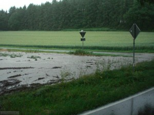 TH_Unwetter Straße überflutet
