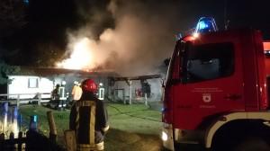 F_Gebäude brennt ein Pferdestall